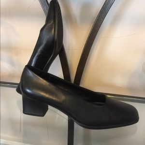 Aerosoles like new Black Leather Dress Shoes 8-1/2